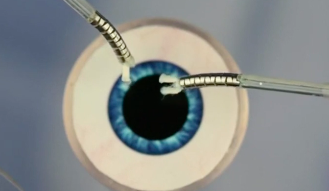 Video Mini Robot Is Delicate Enough To Perform Cataract