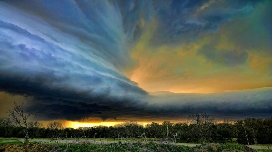 Photograph of a wall of clouds in Oklahoma