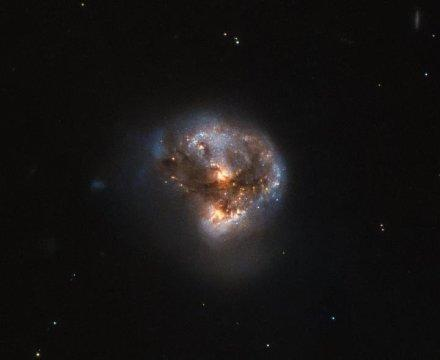 Hubble gazes at a cosmic 'megamaser'