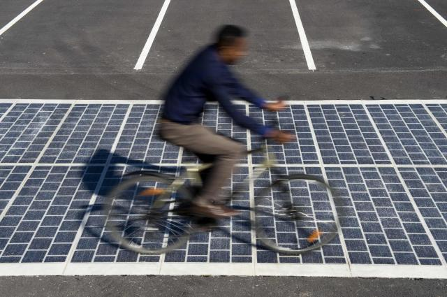 France to Pave 1,000 Km of Solar Power Road, Providing 5 Million With Power