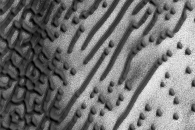 Message from Mars? Morse code dunes found