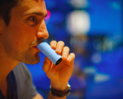 Man breathes into Aire, a pocket breathalyzer that analyzes digestion
