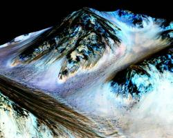 Recurring slope lineae (RSL) reveal the presence of flowing water on Mars